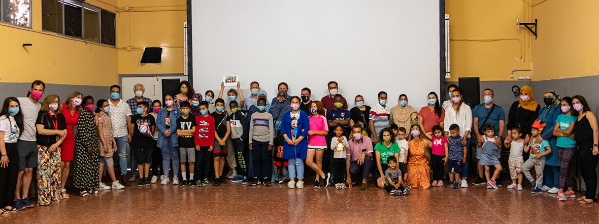 Los vecinos del barrio Oliver llenaron el colegio Ramiro Soláns de Zaragoza para ver 'Las clases'