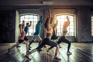 El método pilates y la iniciación al yoga (Edición 1)