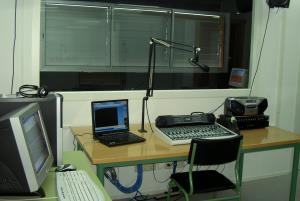 Organización, realización y escucha activa de programas en la radio escolar del IES San Blas (Edición 1)