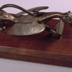 Llamador con dragón