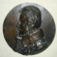 Medallón con el retrato de Alphonse David