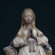 Virgen orante entronizada