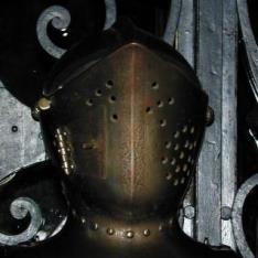 Yelmo según modelos del siglo XVI