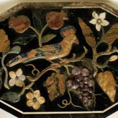Placa octogonal con pájaro sobre ramo con flores y frutas