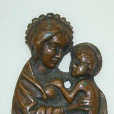 Virgen Madre sobre creciente lunar