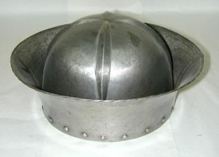 Morrión o capacete según modelos del siglo XV