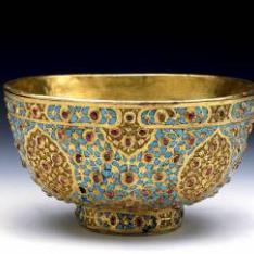 Taza de oro con balajes y turquesas