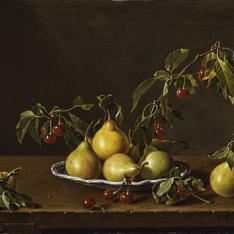 Frutero con peras y guindas