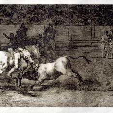 Mariano Ceballos, alias El Indio, mata al toro desde su caballo. Tauromaquia, 23.