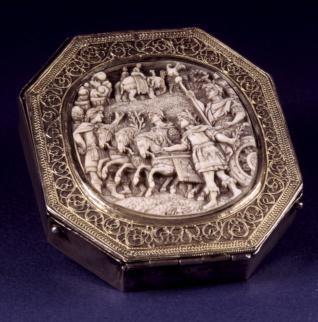 Caja de plata con medallón de marfil