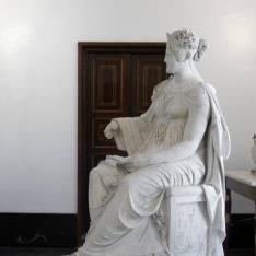 María Luisa de Parma, sedente