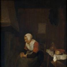 Anciana junto a una chimenea
