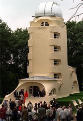 Einstein, el genio asomado a una torre