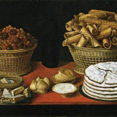 Dulces y frutos secos sobre una mesa