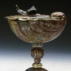 Venera de jaspe con caracol en la tapa