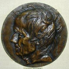 Medallón con el retrato de Augustin Dupré