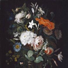 Floreros con rosas y jazmines