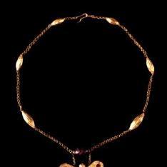Collar helenístico