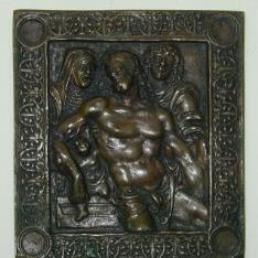 Placa con Cristo muerto sostenido por la Virgen y San Juan
