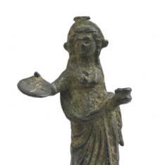 Figura femenina con ofrenda