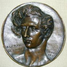 Medallón con el retrato de Alfred de Musset