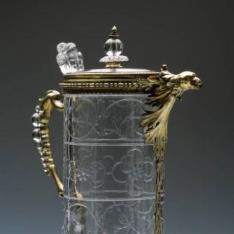 Aguamanil de cristal y plata dorada con tapa y pico en forma de cabeza de ave