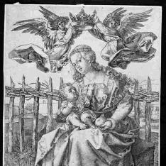 La Virgen con el niño, coronado por dos angeles