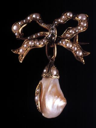 Broche con perla
