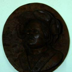 Retrato masculino en medallón
