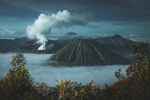 Actividad geológica de la Tierra: volcanes, terremotos, tectónica de placas
