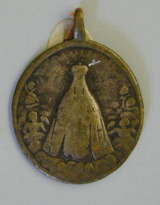 Medalla de San Benito y la Virgen de Montserrat