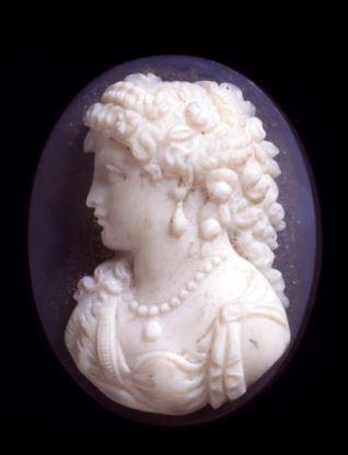 Camafeo con figura femenina
