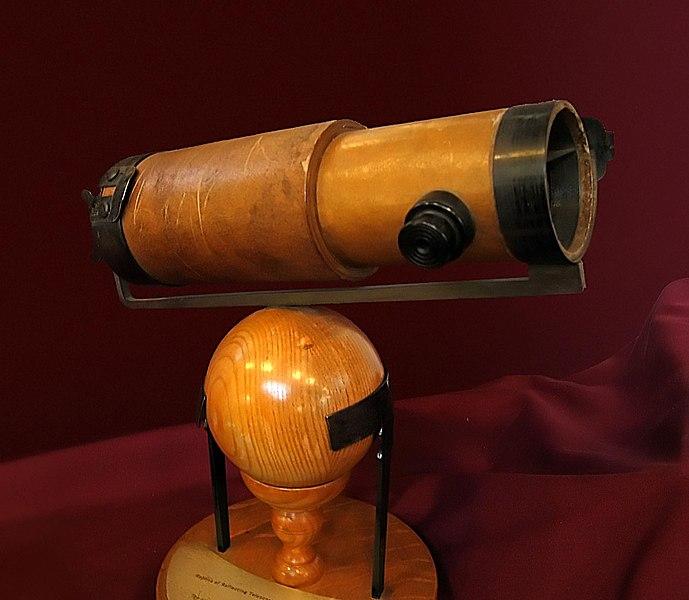 Segundo telescopio reflector de Newton, presentado a la Royal Society en 1672