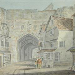 Muralla medieval con puerta de acceso