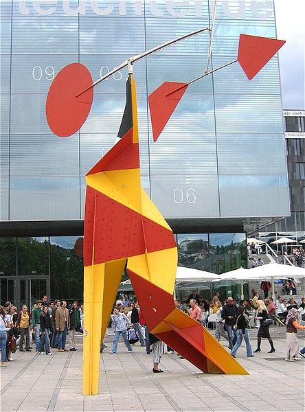 Alexander Calder. Crinkly avec disc Rouge 1973