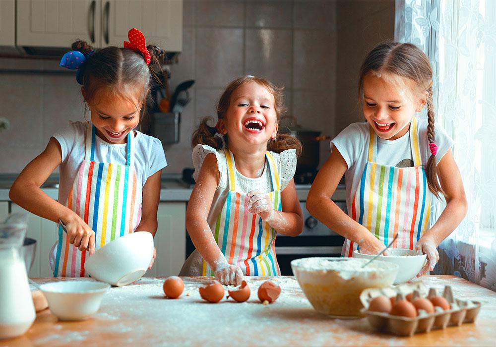 Cocinar con niños, claves para disfrutar con seguridad
