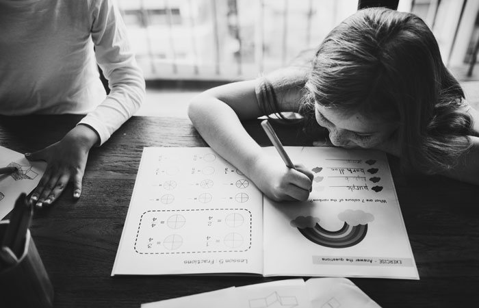 5 Reglas básicas para que los niños no nos necesiten al hacer los deberes (El mundo)