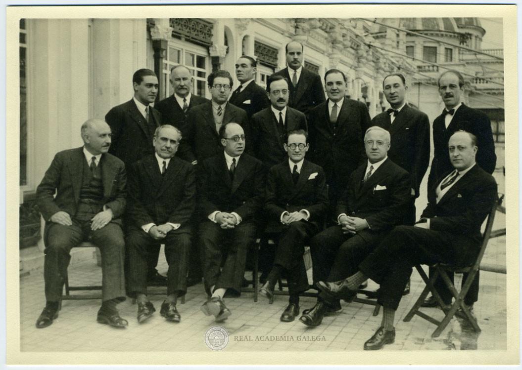 Asistentes al banquete de homenaje a Otero Pedrayo por su ingreso en la Real Academia Galega