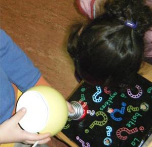 Tcho l'escargot découvre la lumière et la couleur