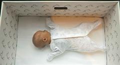 Por qué los bebés de Finlandia duermen en cajas de cartón | Semana