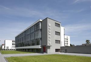 Bauhaus: la escuela de arquitectura y diseño que creó la obra de arte total