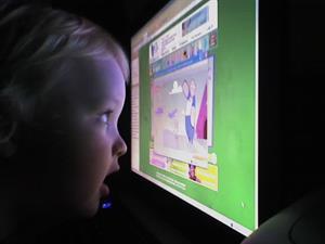 Hiya.net , software educativo gratuito para niños pequeños y/o con necesidades especiales (en inglés)