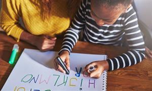 No le enseñes a tu hijo a codificar. Enséñale a comunicarse (Medium)