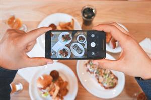 Cómo saber si sufres una adicción a las redes sociales (Ekoski Consumer)