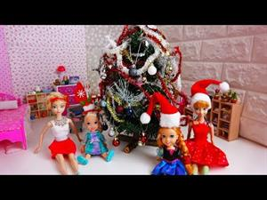 Elsa and Anna toddlers decorate their Christmas tree (Divernic doll adventures)