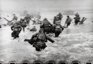 Batalla de Normandía: las 11 magníficas de Robert Capa, las únicas imágenes del desembarco