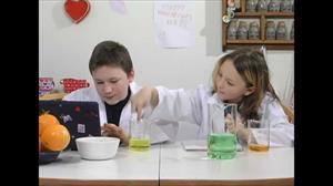 Experimentos en INGLÉS para niños: Science experiments for kids and teenagers.