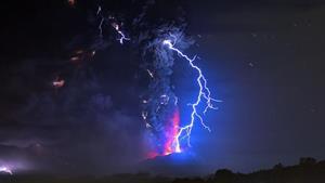 El misterioso origen radiactivo de los rayos de las erupciones volcánicas