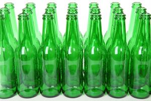 Ten Green Bottles. Poisson Rouge