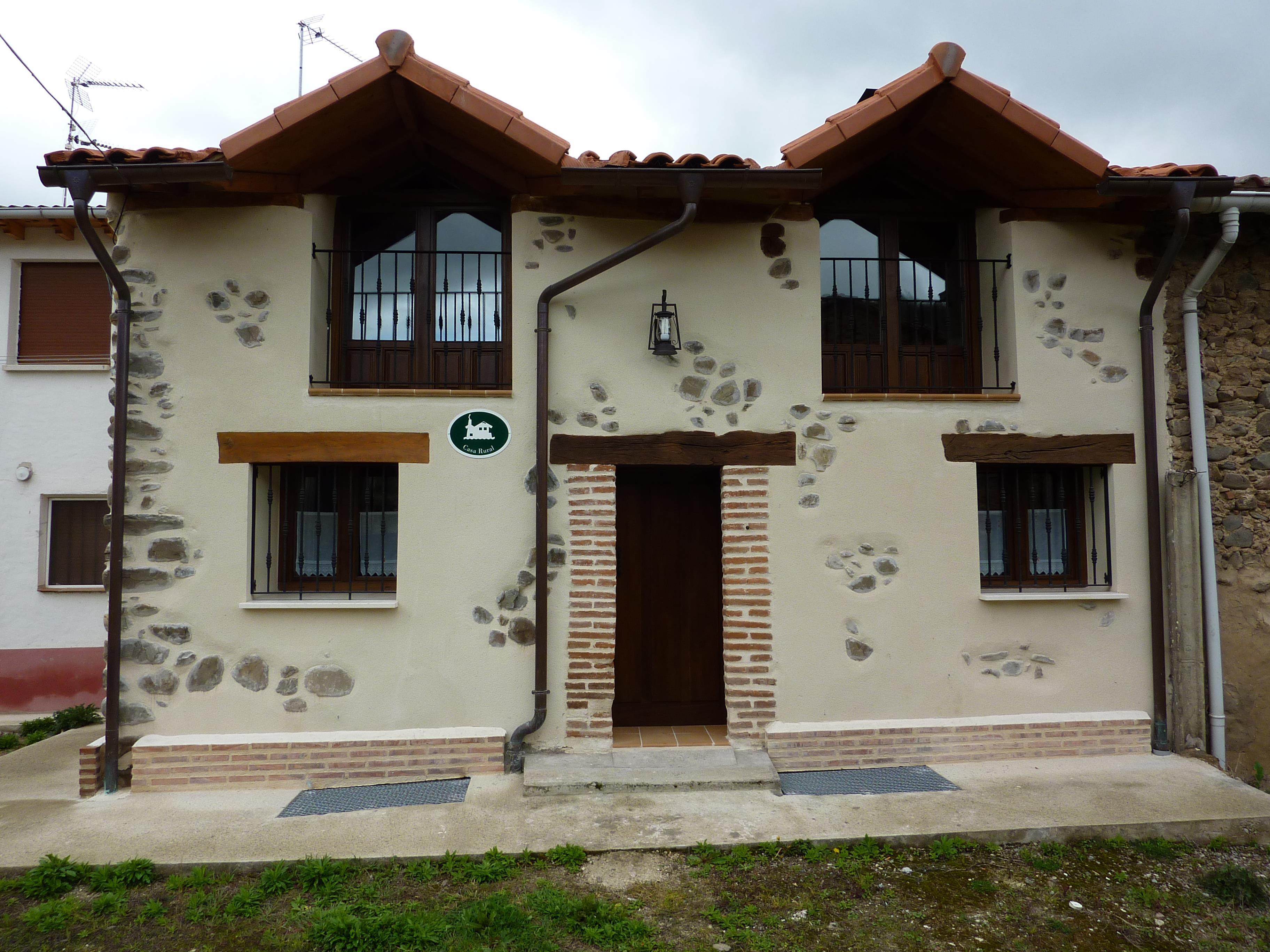 Casa rural aransay ii alojamientos la rioja turismo for Oficina de turismo de comillas